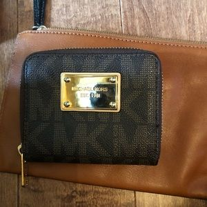 Micheal Kors brown compact wallet